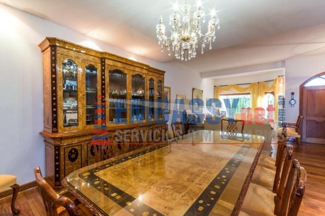 Casa en Jona Salk 3100 - Hermosa casa con terminaciones de primera calidad, dos plantas, piscina y quincho