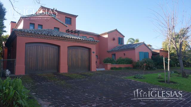 Casa en Venta Alquiler en Los Castores a Venta - u$s 1.800.000 Alquiler - u$s 9.000
